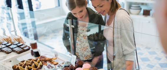 mom-daughter-cupcake-shop-w copy 4
